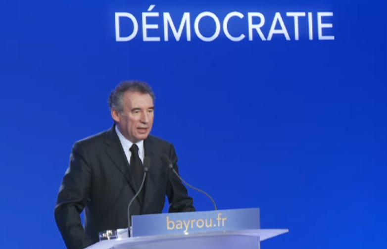 bayrou_forum_democratie_ok